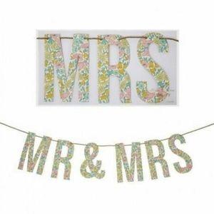 NWT Meri Meri 'Mr & Mrs' floral garland